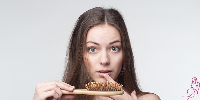 Что делать, если лезут волосы на голове у женщины